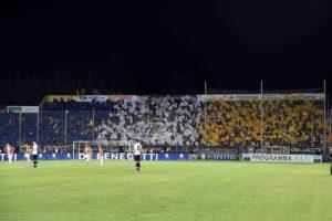 """Caos Parma, Lucarelli è un fiume in piena: """"chi si agita per"""