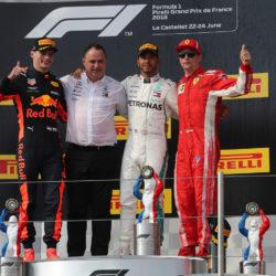 F1 – Champagne e trofei un po' strani, Hamilton si gode la v