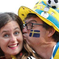 Mondiali Russia 2018 – Germania-Svezia: teneri baci e belle tifose, lo spettacolo è in tribuna [GALLERY]