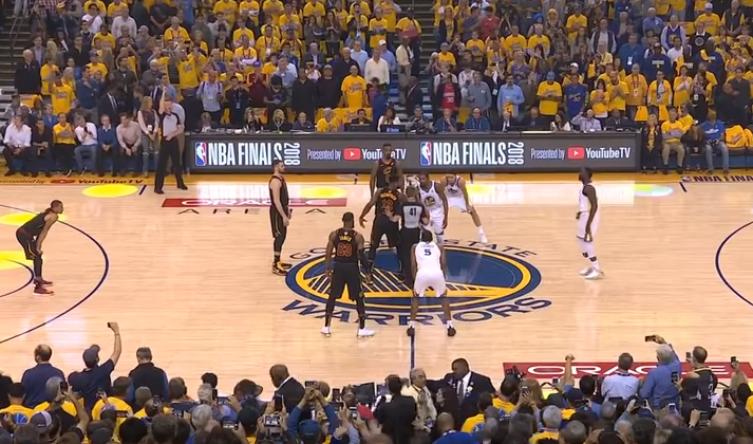 Playoff NBA - Golden State ha vintogara-1 delle finals NBA contro i Cleveland Cavs dopo un overtime praticamente regalato dal distrattoJr Smith