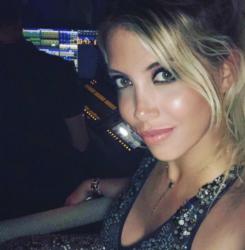 Icardi e Wanda su di giri ad Ibiza |  il calciatore e la moglie scatenati durante gli