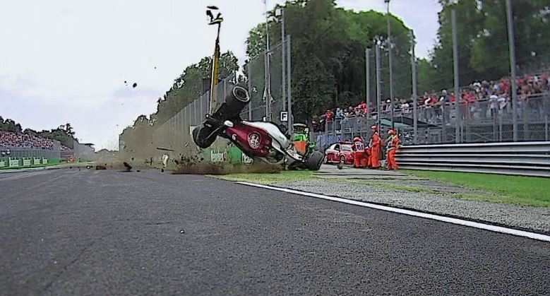 Incidente Ericsson, come sta?/ Ultime notizie video, auto distrutta: l'Halo lo salva