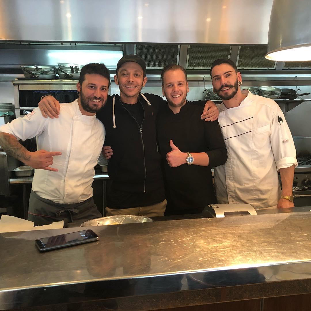 MotoGp - Valentino Rossi a Melbourne mangia... italiano! Il Dottore al  ristorante della città australiana