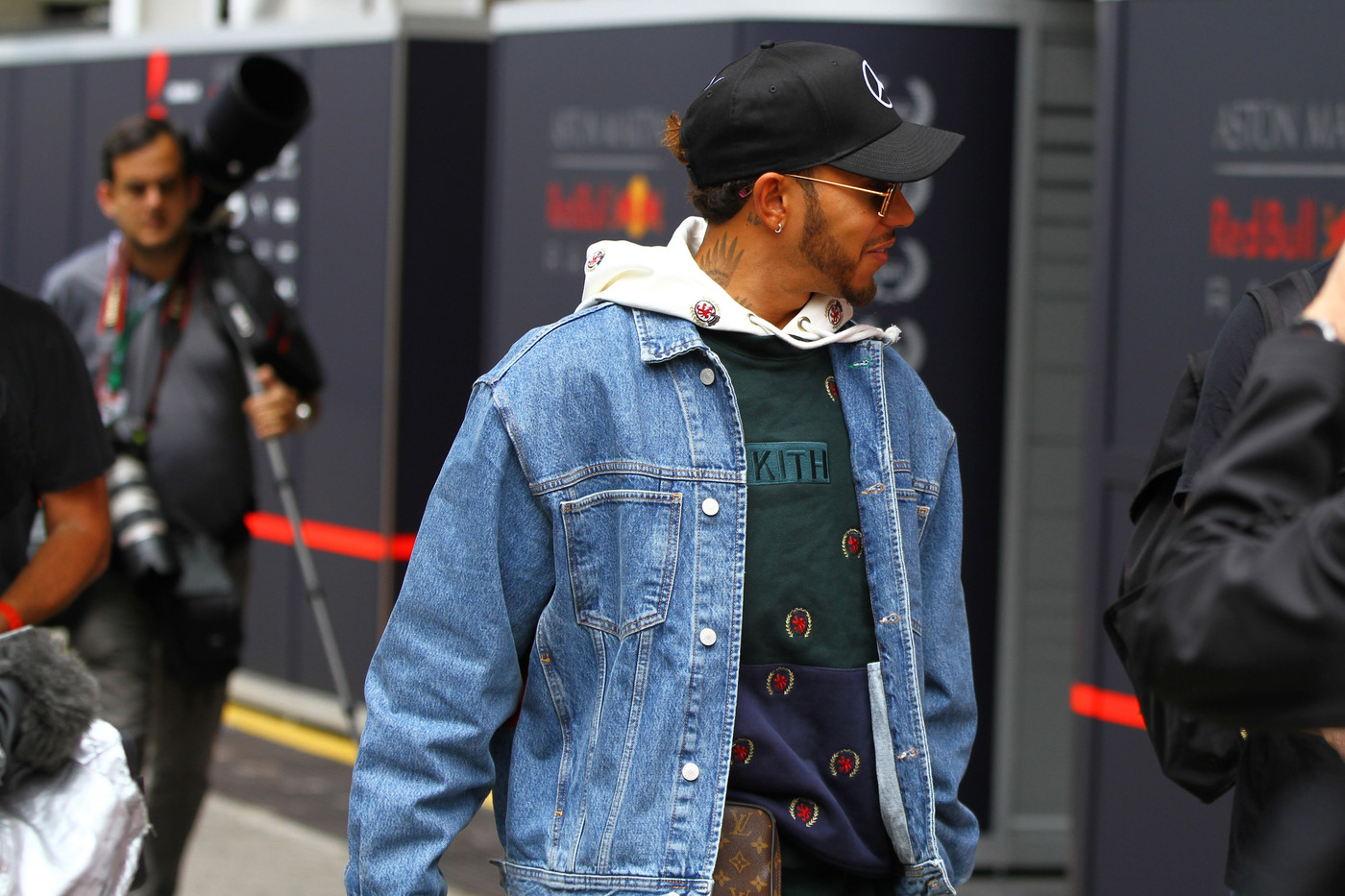 F1, GP Brasile: Hamilton in pole, ma è polemica