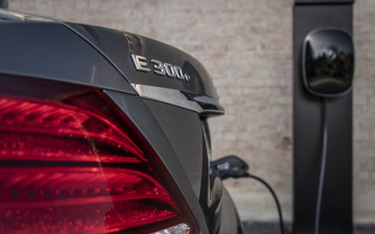 Driven by EQ Stuttgart 2018 Mercedes-Benz E 300 e Limousine, Selenitgrau-Metallic,  Leder Schwarz Anthrazit. Kraftstoffverbrauch kombiniert: 2,0 l/100 km, CO2-Emissionen kombiniert: 45 g/km, Stromverbrauch kombiniert: 14,5 kWh/100 km (vorl?ufige Angaben) // Mercedes-Benz E 300 e Sedan, selenite grey metallic,  Leather antracite black .  Fuel consumption combined: 2.0 l/100 km, CO2 emissions combined: 45 g/km, Power consumption combined: 14.5 kWh/100 km (provisional data)