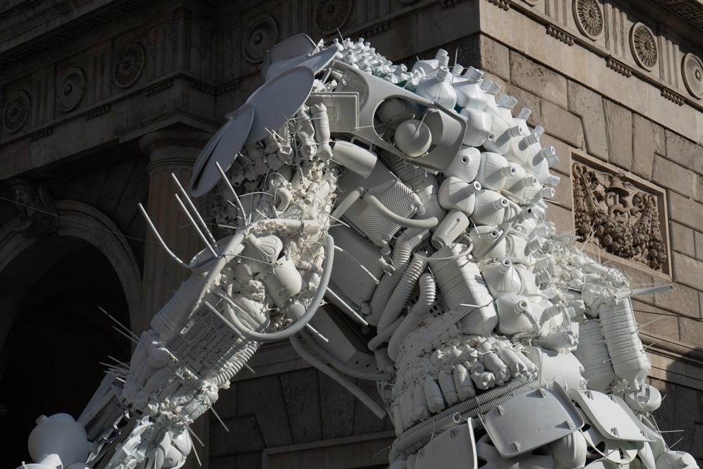 Risultati immagini per super eroe riciclato in piazza 25 aprile?