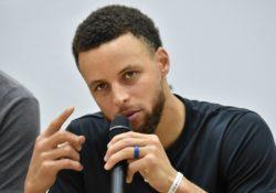 """NBA – Steph Curry la tocca piano: """"regalerò le mie scarpe au"""