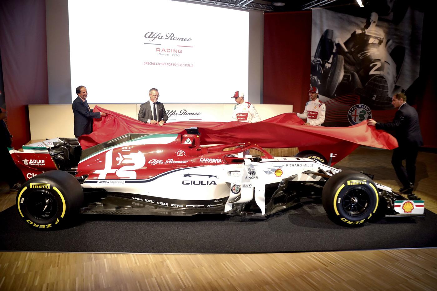 Alfa Romeo, Raikkonen si erge in difesa di Giovinazzi