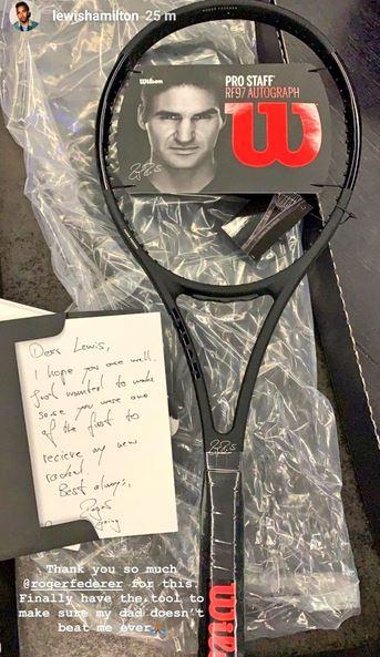 Federer regala racchetta Hamilton