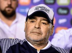 """Maradona a rischio Coronavirus, il medico del Gimnasia: """"non deve partecipare agli allenamenti"""""""