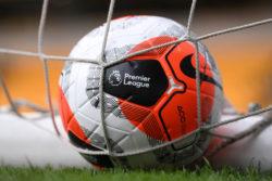 Premier League, curiosa novità nel regolamento: espulsione per chi tossisce intenzionalmente in campo