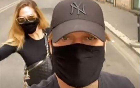 Totty Ilary passeggio Roma mascherine