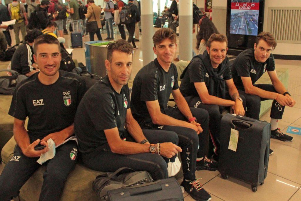 Nibali insieme agli azzurri dell'Italia Team